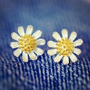 NEW 925 STERLING SILVER PLATED DAISY STUD EARRINGS